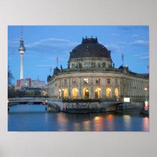 Prophezeien Sie Museum und Fernsehturm in Berlin Poster