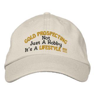 PROSPEKTIERENDES GOLD - nicht gerade ein Hobby Bestickte Kappe