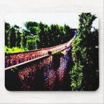 psychedelische Girona-Brückenwand, Spanien Mousepads