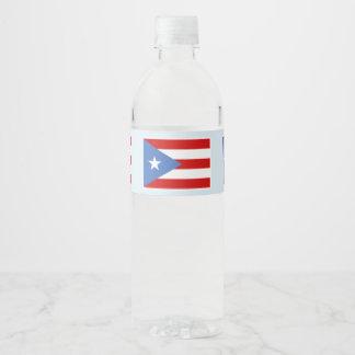 Puerto- Ricoflagge auf hellblauem Wasserflaschenetikett