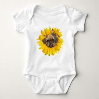 puggle Gesicht in einem Sonnenblumekleid Baby Strampler