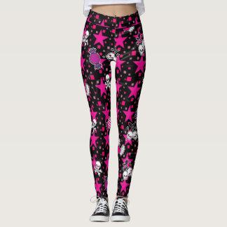 Punkschädel und Süßigkeits-Muster auf rosa Sternen Leggings