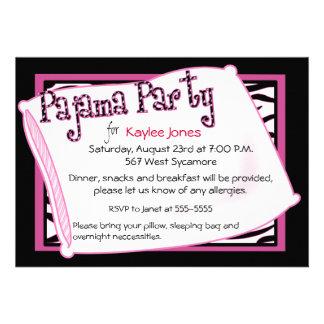 Pyjama-Party im Schwarzen und im Rosa