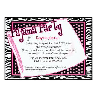 Pyjama-Party in den schwarzen und rosa Punkten Personalisierte Einladungskarte