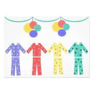 Pyjamas in einem Reihen-Pyjama-Party
