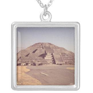 Pyramide des Mondes, errichtete ANZEIGE c.100-350 Versilberte Kette