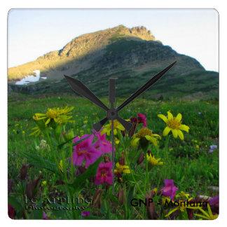Quadratische Uhr-Gletscher-Nationalpark-Wildblumen Quadratische Wanduhr
