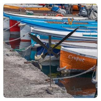Quadratische Wanduhr der Fischerboote