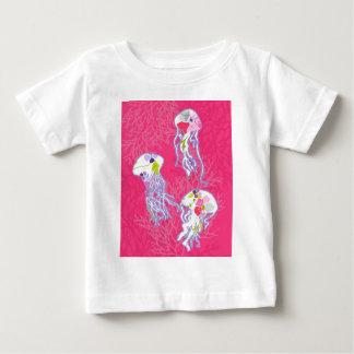 Quallen auf einfachem rosa Hintergrund Baby T-shirt