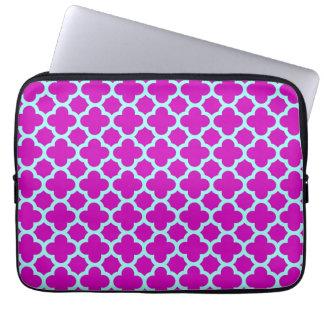 Quatrefoil lila und blaues Muster Laptopschutzhülle