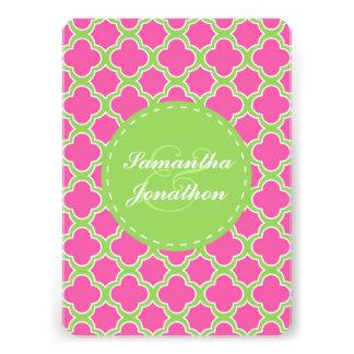 Quatrefoil Muster-rosa und grüne Hochzeit laden Individuelle Ankündigungen