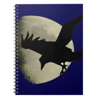 Raben-Fliegen über dem Mond Notizblock