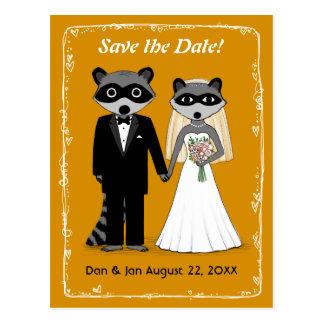 Raccoons, die Save the Date Orange Wedding sind Postkarte