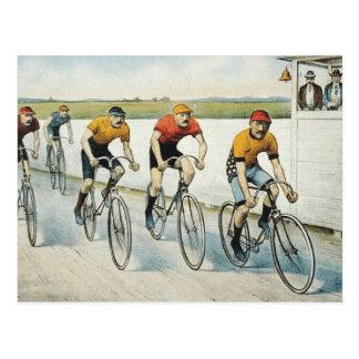 Radfahrende alte Spitzenschule Postkarte