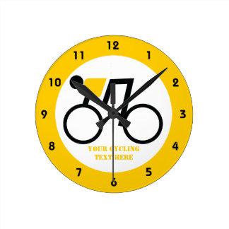 Radfahrer, der seine Fahrradgewohnheit reitet Runde Wanduhr