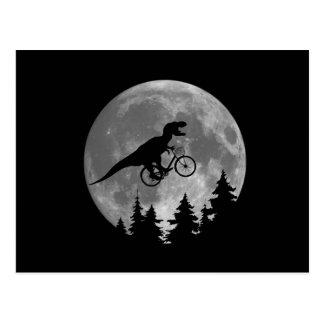 Radfahrer t rex im Himmel mit Mond-80er Parodie Postkarte