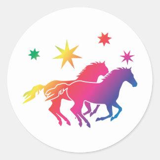 Rainbow Horse Couple Runder Aufkleber