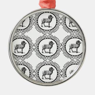 RAM in einer Runde Silbernes Ornament