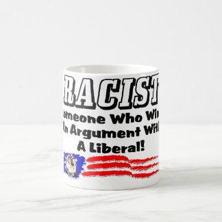 Rassist: Gewinnen eines Arguments mit einem Kaffeetasse