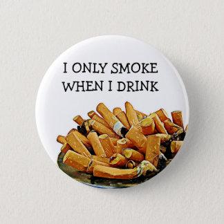 Rauchender und trinkender Alkohol-Spaß-Knopf