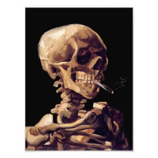Rauchendes Skelett durch Van Gogh Kunst Foto