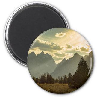 Rauchiges goldenes Licht auf dem Tetons Runder Magnet 5,7 Cm