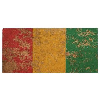 Raue gealterte Vintage Guinea-Flagge Holz USB Stick