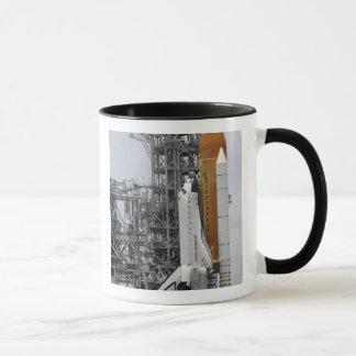 Raumfähre-Bemühung auf der Abschussrampe 2 Tasse