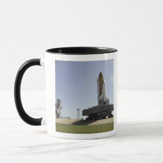 Raumfähre-Bemühung nähert sich der Tasse