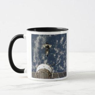 Raumfähre-Bemühung und ein Soyuz Raumfahrzeug Tasse