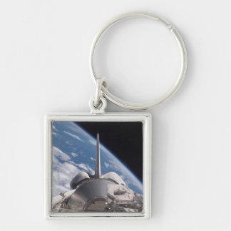 Raumfähre-Entdeckung backdropped durch Erde Schlüsselanhänger