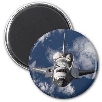 Raumfähre in umkreisender Erde Runder Magnet 5,7 Cm