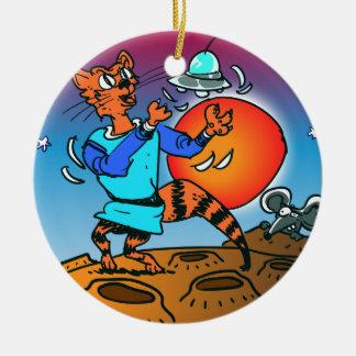 Raumkatze, die mit lustigem Cartoon UFO spielt Keramik Ornament