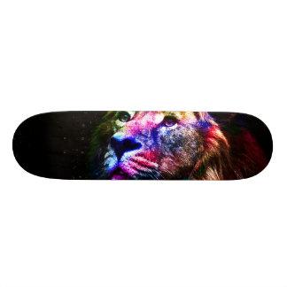 Raumlöwe - bunter Löwe - Löwekunst - große Katzen Personalisierte Skateboarddecks