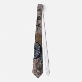 Rechnungen und Münzen des Geld-| Bedruckte Krawatte