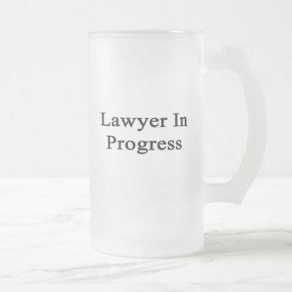 Rechtsanwalt laufend mattglas bierglas