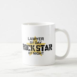 Rechtsanwalt-Rockstar bis zum Nacht Tasse