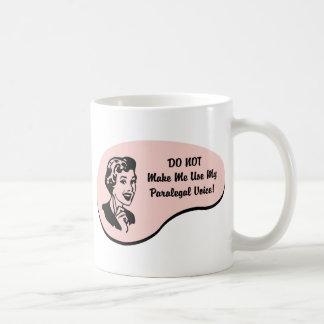 Rechtsassistent-Stimme Kaffeetasse