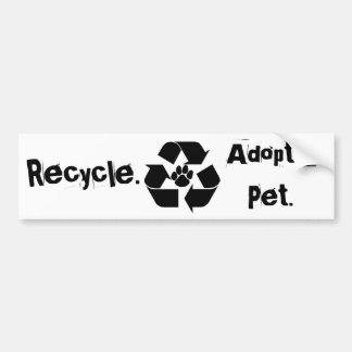 Recyceln Sie., adoptieren Sie ein Haustier. Autoaufkleber