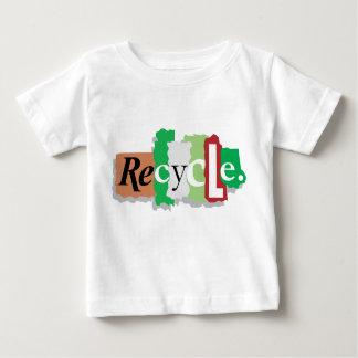 Recyceln Sie für den Erdgeschenk-T - Shirt