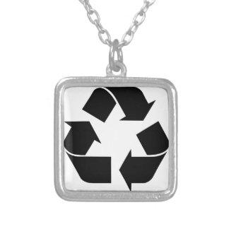 Recyceln Sie Symbol Versilberte Kette