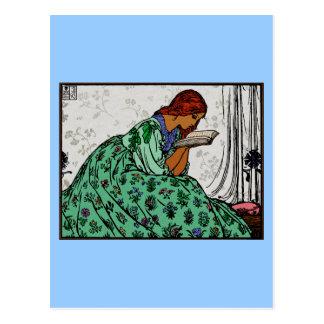 Redhead-Dame In eine grüne Kleiderlesung Postkarte