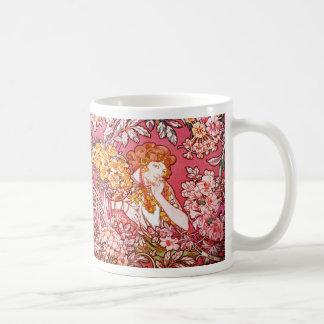 Redhead unter Blumen, Alphonse Mucha Kaffeetasse