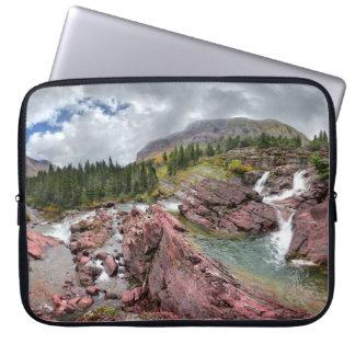 Redrock Fälle - Glacier Nationalpark Laptop Sleeve