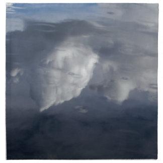 Reflexion der Wolken auf Wasser Serviette