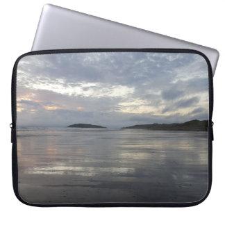 Reflexionen auf Gower Laptop Sleeve