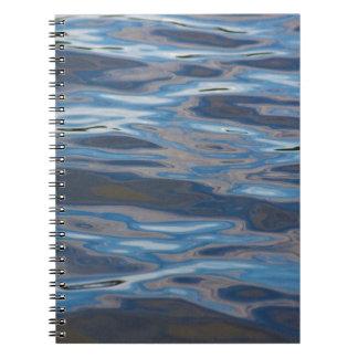 Reflexionen auf Wasser Notizblock
