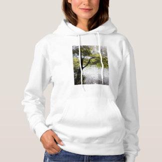 Reflexionen im Holz-Sweatshirt Hoodie