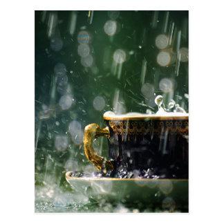Regen auf einem Teacup Postkarte
