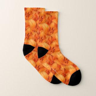 Regen-Geküsste orange asiatische Tiger-Lilien Socken